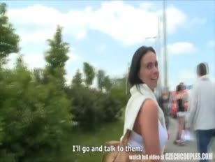 تمسكت المراهقة التشيكية بممارسة الجنس العام في الهواء الطلق